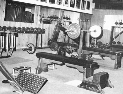 pic 39 s of old school or vintage gyms forums. Black Bedroom Furniture Sets. Home Design Ideas
